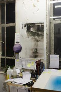 Wolfgang Tillmans Wet Room (Barnaby), 2010 Ungerahmter inkjet Druck auf Papier, clips, 138 x 208 cm © Wolfgang Tillmans
