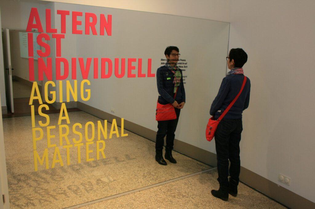 Altern ist individuell. Das Foto wurde  in Berlin im Museum für Kommunikation aufgenommen.