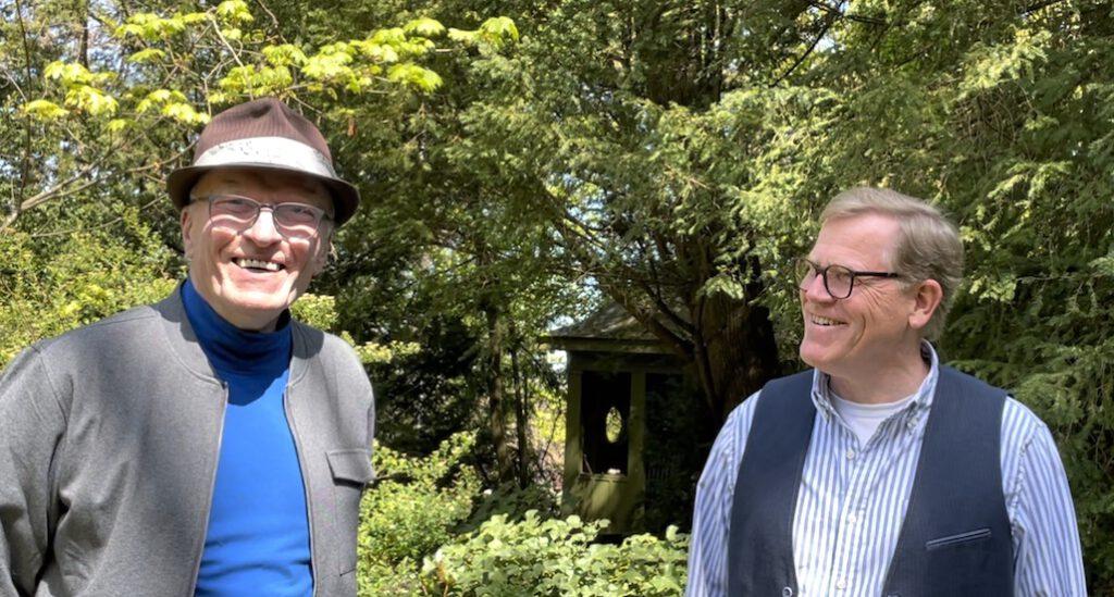 Links im Bild Hans Hinken. Rechts Dr. Geor Kau